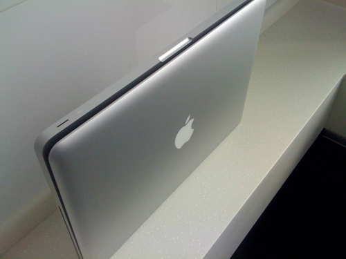 Macbook Unibody Flaw pop open